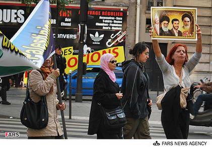 عکس/زن فرانسوی طرفدار احمدی نژاد