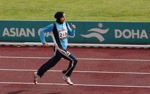 پیشانی بند دختر دونده ایرانی مور 84519928